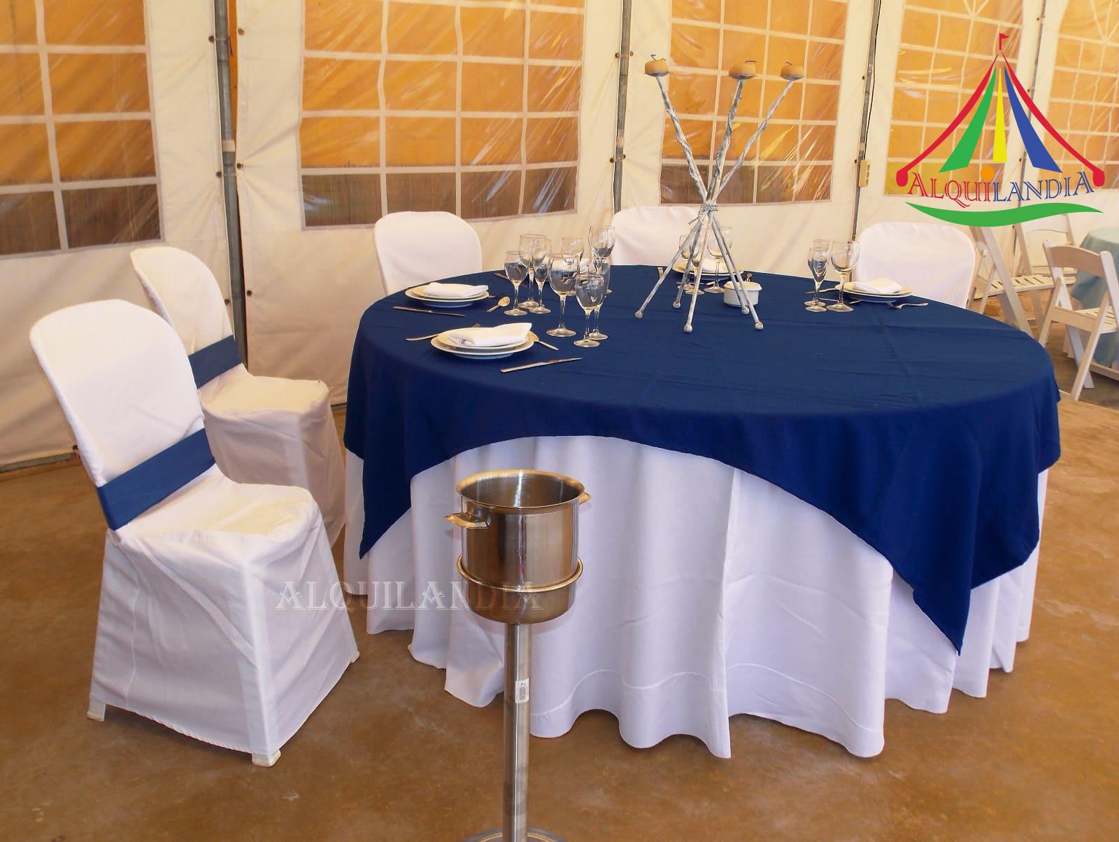 Mantel blanco y cubremantel Azul