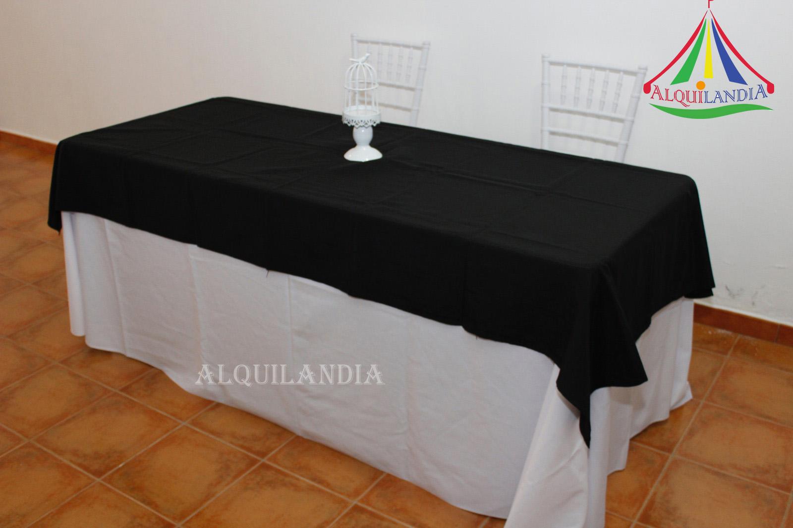 Mantel blanco y cubremantel Negro