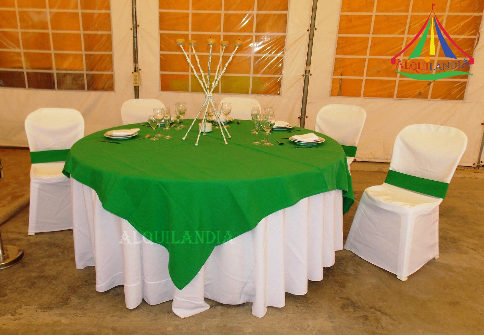 Mantel blanco y cubremantel Verde