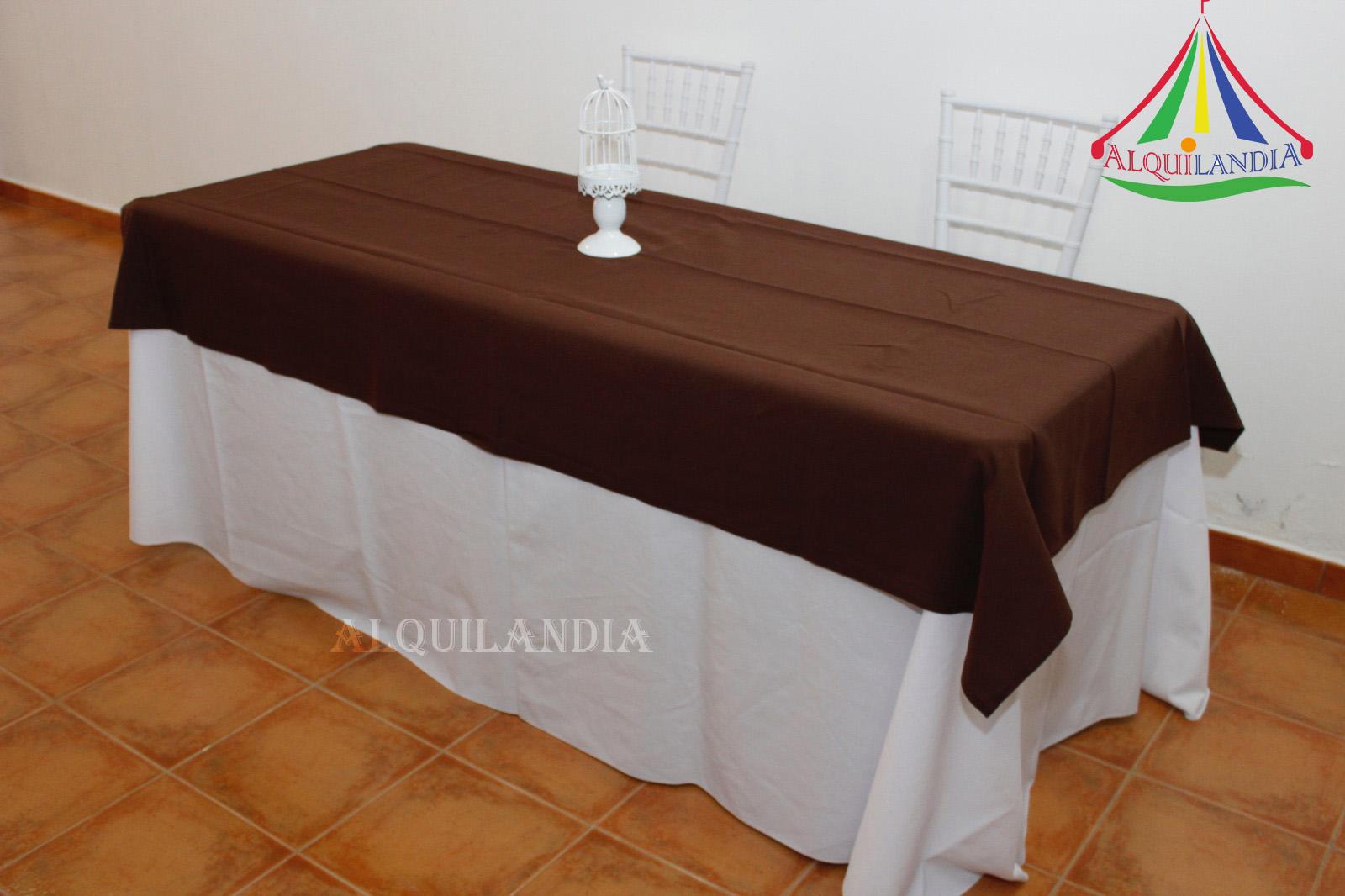 Mantel blanco y cubremantel Chocolate