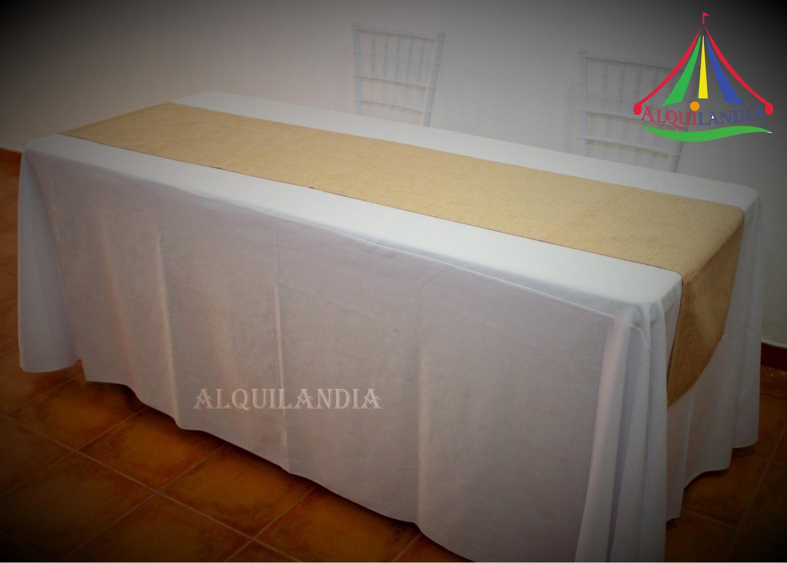 Mantel blanco y camino Arpillera